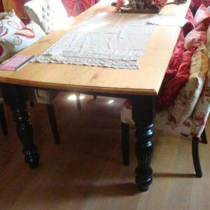 Houten eetkamer tafel