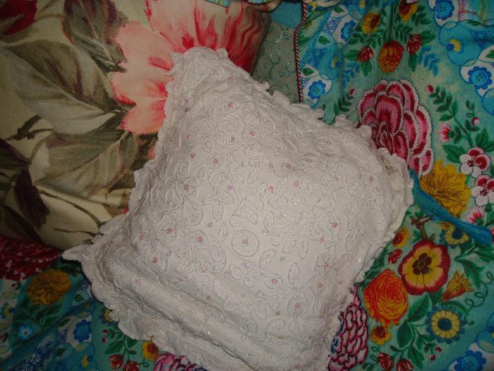 Kussen Wit 12 : Room seven kussen wit geborduurde bloemen m.m. metamorphosis