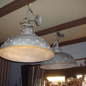 Industiele lamp met bolletjes