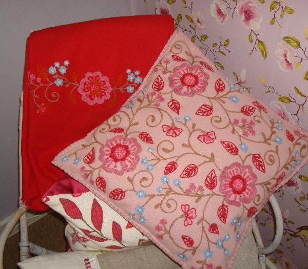 Room Seven Kussens.Room Seven Kussen Roze Geborduurde Bloemen M M Metamorphosis