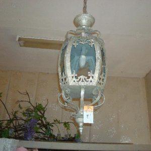 Bewerkte lamp met glazen ruiten