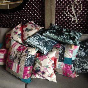 Kussens in blauw/roze tinten