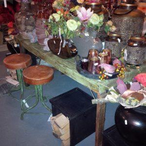 Vintage tafel met metaal onderstel
