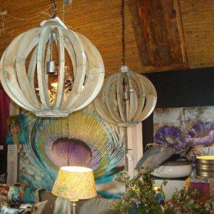Opengewerkte houten lamp