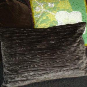 Kussen met zwart patroon